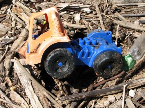 plastic dump truck/4/09