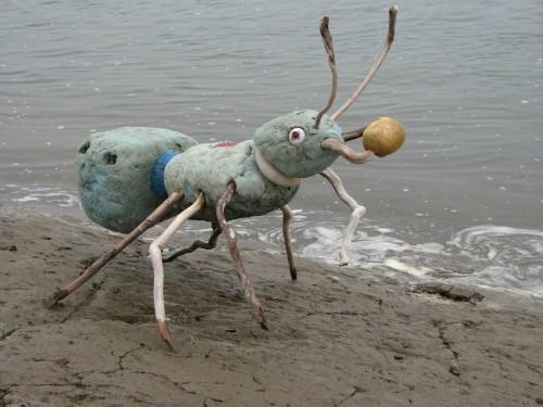 Giant Blue Ant w/egg, 7/09