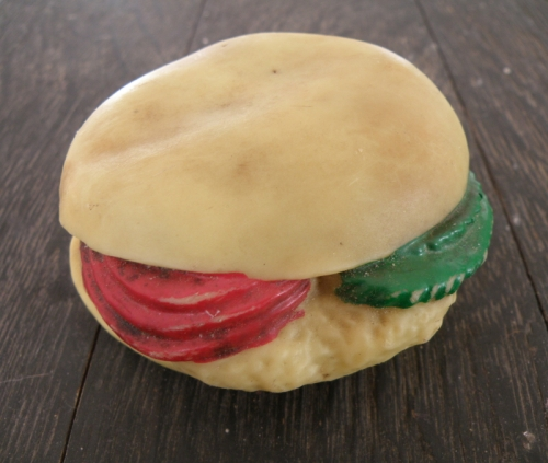 hamburger, plain bun, tomato and lettuce_1_1