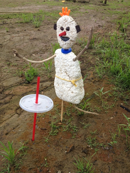 artist with straw and lid sculpture, Falls of the Ohio, Aug. 2014